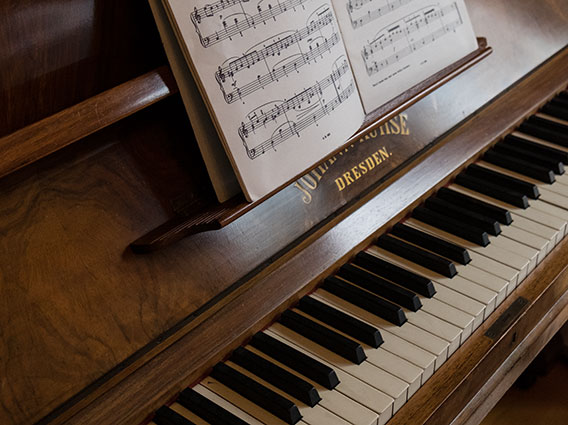 Upright piano tuning